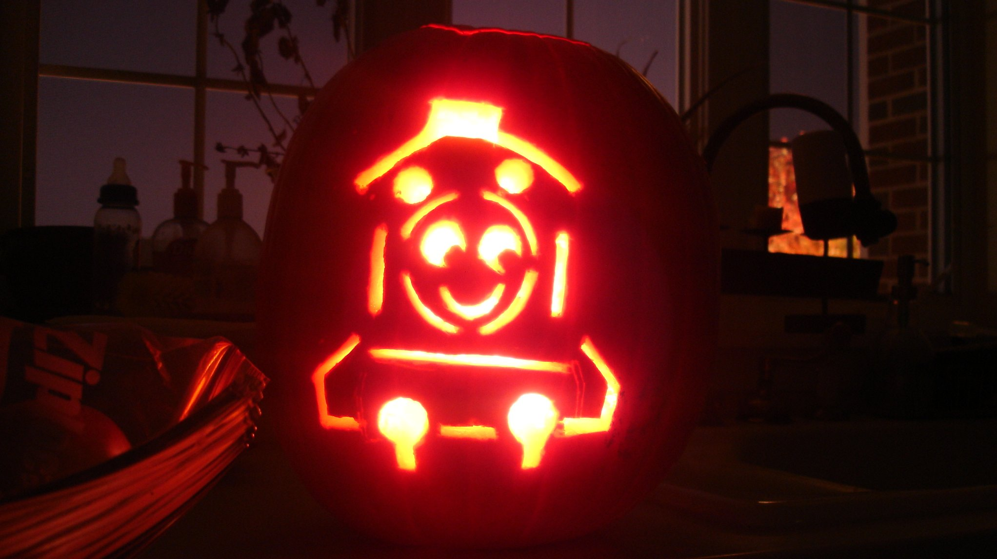 19 wonderfully british carved pumpkins for Thomas pumpkin template